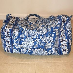 Vera Bradley beautiful over night bag